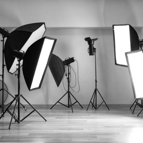 Fotostudio mit Beleuchtungsequipment